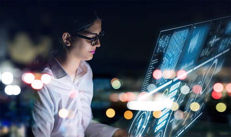 Teknisi IT yang mendukung pengembangan sistem IT.